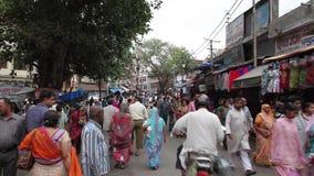 Straße in Haridwar stock video