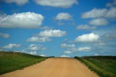 Straße herauf den Hügel stockbilder