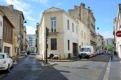 Straße im alten französischen Stadt Bordeaux Stockbilder