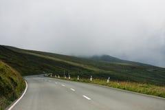 Straße im Berg Stockbilder