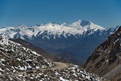 Straße im Gebirgszug, Indien Lizenzfreie Stockfotografie