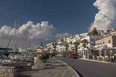 Straße im Hafen von Naxos-Stadt stockbilder