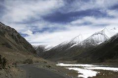 Straße im Himalaja zum Pangong See, Lah, Ladakh, Indien Lizenzfreie Stockfotos