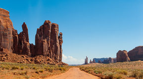 Straße im Monument-Tal lizenzfreies stockfoto