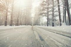 Straße im schneebedeckten Sturmwinter Lizenzfreie Stockfotos