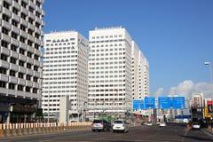 Straße im Stadtzentrum gelegen in Abu Dhabi Lizenzfreie Stockfotografie