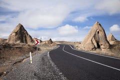 Straße im Tal Cappadocia die Türkei lizenzfreies stockfoto