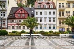 Straße in Karlovy Vary in der Tschechischen Republik im Sommer stockfotografie