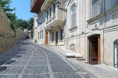 Straße Kicik Qala und Festungswand Baku Old Citys Stockfotos