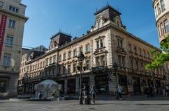 Straße Knez Mihailova ist es das Haupt- Fußgänger und Einkaufenzo lizenzfreies stockbild