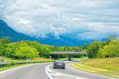 Straße an Lauterbrunnen-Tal in Bezirk die Schweiz Interlakens Oberhasli Bern Stockfotografie