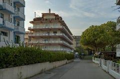 Straße Lido di Jesolo an der Dämmerung, adriatisches Meer, venetianisches Riviera Stockbild