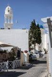Straße in Megalochori, Santorii, Griechenland Stockbild