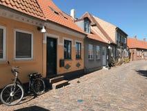 Straße mit alten Häusern, Dänemark lizenzfreie stockbilder