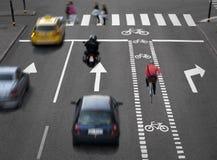 Straße mit besetztem Verkehr Lizenzfreies Stockfoto