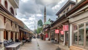 Straße mit den Shops, die Andenken bei Bascarsija im alten Stadtbezirk verkaufen Stockbild