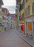 Straße mit gepflasterter Straße in der alten Stadt von Solothurn Lizenzfreies Stockbild