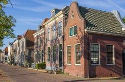 Straße mit historischen Häusern in Blokzijl Lizenzfreies Stockfoto