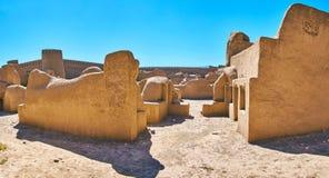 Straße mit Lehmgebäuden, Rayen, der Iran stockbild