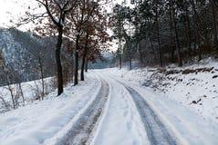 Straße mit Schnee Stockfotografie