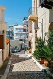 Straße mit Schritten in Sitia-Stadt, Kreta Stockfoto