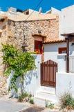 Straße mit Schritten in Sitia-Stadt, Kreta Lizenzfreie Stockbilder