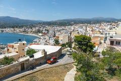 Straße mit Schritten in Sitia-Stadt, Kreta Stockfotografie