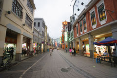 Straße mit Shops Lizenzfreies Stockbild