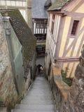 Straße in Mont des Saint-Michel, Frankreich Stockfotos