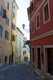 Straße in Motovun, mittelalterliche Stadt in Istria, Kroatien Stockbilder