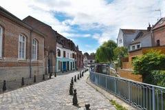 Straße Motte, Pflasterung, Kanal und Altbauten in Amiens, Frankreich, Europa Stockfoto