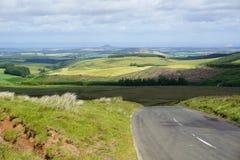 Straße nach Edinburgh durch Ost-Lothian-Hügel, Schottland Lizenzfreies Stockbild