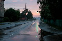 Straße nach Regen Stockfoto