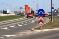Straße nahe einer Brücke Lizenzfreies Stockfoto
