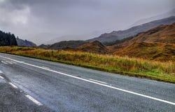 Straße nahe Loch Garry Lizenzfreie Stockfotografie