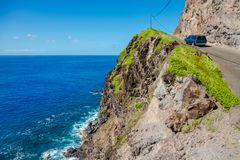 Straße neben dem Ozean, Maui, Hawaii Stockfoto