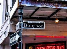 Straße New Orleans Bourbon im französischen Viertel Lizenzfreies Stockbild