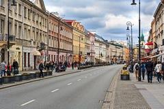 Straße Nowy Swiat in Warschau, Polen Stockbild