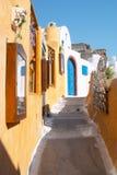 Straße in Oia Santorini Griechenland Stockfotografie