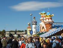 Straße am Oktoberfest Festival Lizenzfreies Stockbild