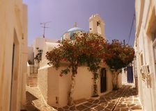 Straße in Parikia, die Kykladen-Insel, Griechenland stockfotos