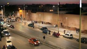 Straße in Rabat nachts, Marokko stock footage