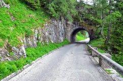 Straße in Richtung zu Kehlsteinhaus durch Tunnel, Bayern lizenzfreie stockfotografie