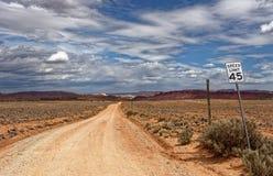 Straße in Richtung zu verlassenem Dorf von Paria in Utah lizenzfreie stockbilder