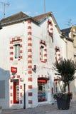 Straße Rue de Salorges in Stadt Le Croisic, Frankreich Lizenzfreie Stockfotos