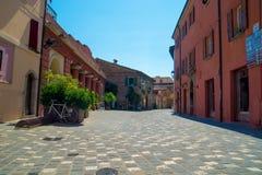 Straße in Santarcangelo di Romagna Italien Stockbilder