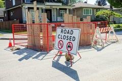 Straße schloss unterzeichnen herein den Straßenbaustandort Lizenzfreie Stockfotos