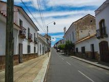 Straße in Sucre die Verfassungshauptstadt von Bolivien stockfotos