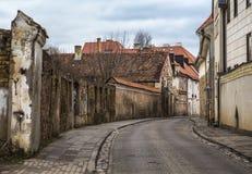 Straße SV Ignoto mit alter Backsteinmauer und Häusern Stockbilder