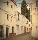 Straße Tossa de Mars, Spanien, Carrer-La Guardia am Sommertag Lizenzfreies Stockbild
